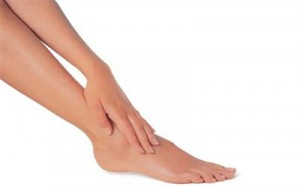 Làm thế nào để hết sạch lông chân mà không đau rát?