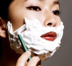Có hại gì không khi cạo lông mặt thường xuyên để trang điểm?
