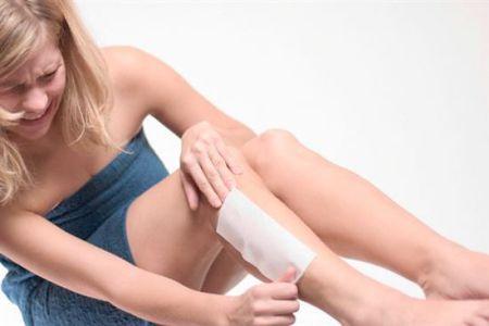 Cần làm gì trước, trong và sau khi waxing lông chân 1