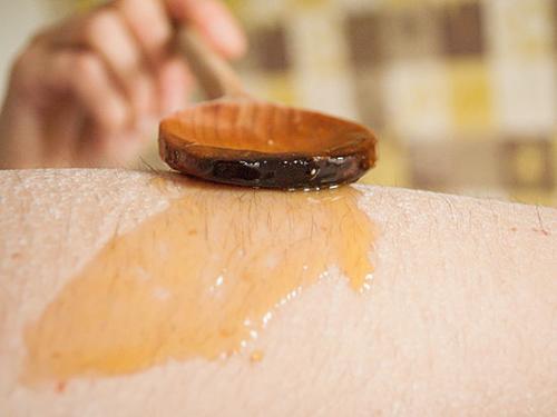"""Tự chế sáp waxing diệt sạch """"vi-ô-lông"""" trên cánh tay 3"""