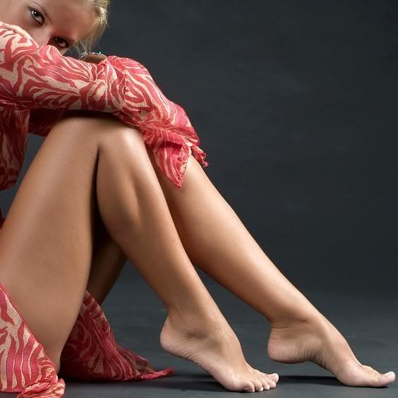 Bày cách giúp chị em tẩy lông chân đơn giản tại nhà 1