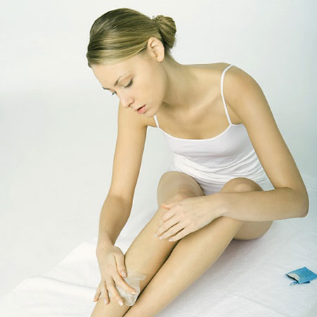 Waxing lông chân như thế nào cho đúng kỹ thuật5