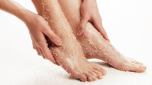 Những sai lầm trong wax lông khiến lông chân mọc ngược1