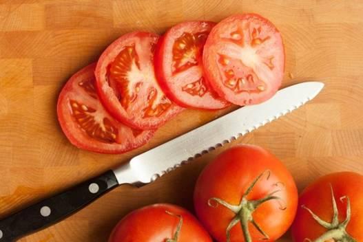 Cách tẩy lông bụng tự nhiên bằng cà chua