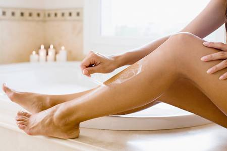 Dùng sáp wax lông có thể gây cảm giác đau rát