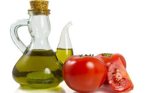 cách tẩy lông nách tại nhà bằng cà chua
