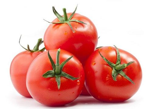 cách tẩy ria mép bằng cà chua