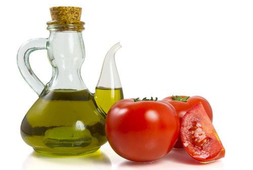 tẩy ria mép bằng cà chua có hiệu quả